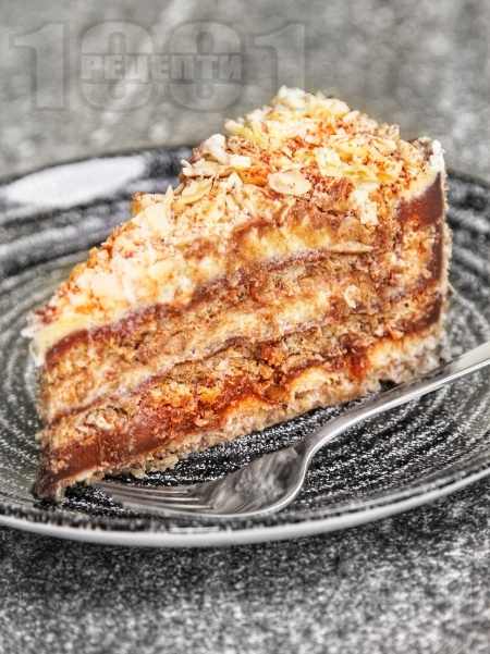 Домашна торта Династия с орехови блатове и маслен и шоколадов крем - снимка на рецептата